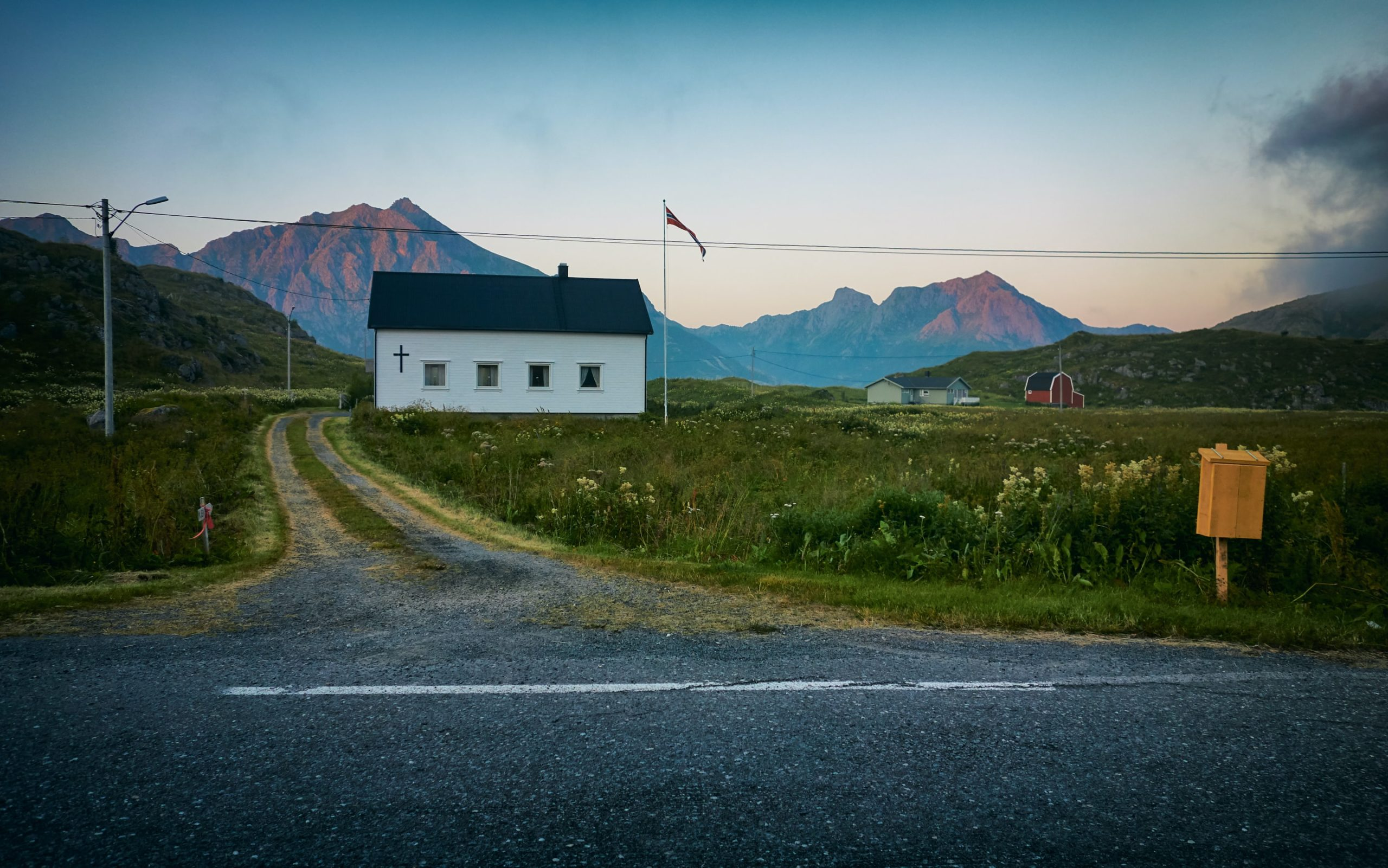 Countrysidde road and house. Photo by Vidar Nordlin-Mathisen taken at Hovden, Norway.